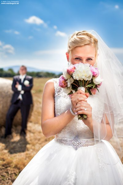 Nevesta a ženích na svadobnej foto