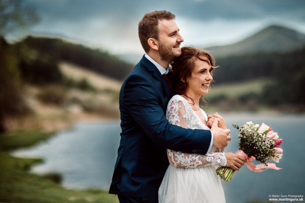 Svadobné fotografie L&M - láska pri jazere